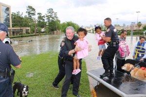 Cgb274EUMAAYsP5-Harris County SO Flood Rescue